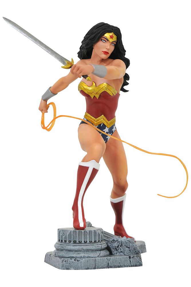 DC GALLERY PVC STATUE WONDER WOMAN COMIC LASSO